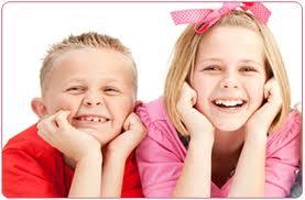 «Πρώιμη παιδική ήβη»: Τι κρύβεται πίσω από την πρόωρη εισαγωγή των παιδιών στην εφηβεία;